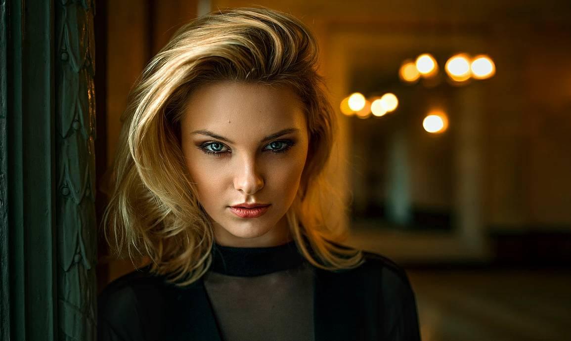 Portret z Carla Sonre w Proxima