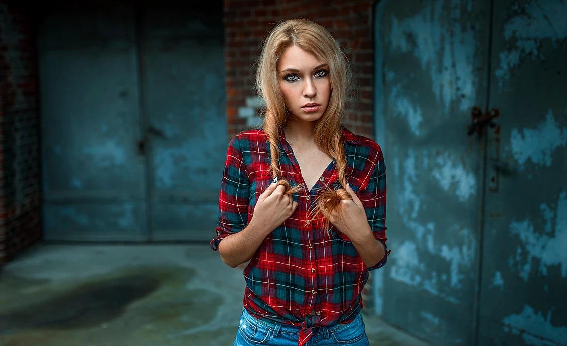 Portret dziewczyny z warkoczami we Wrocławiu