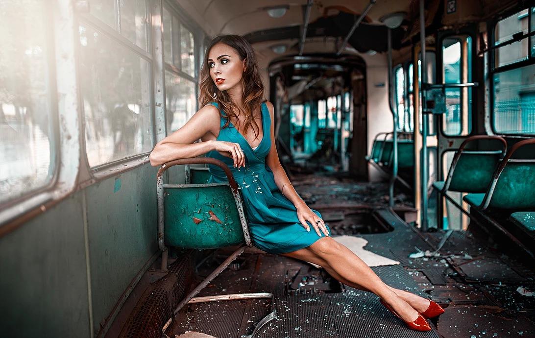 Portret kobiety w tramwaju we Wrocławiu