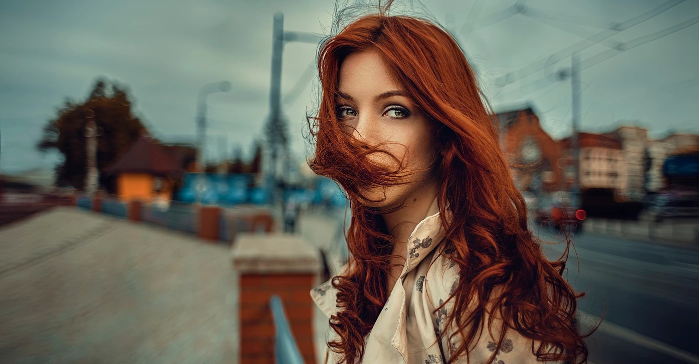 Portret rudowłosej kobiety we Wrocławiu