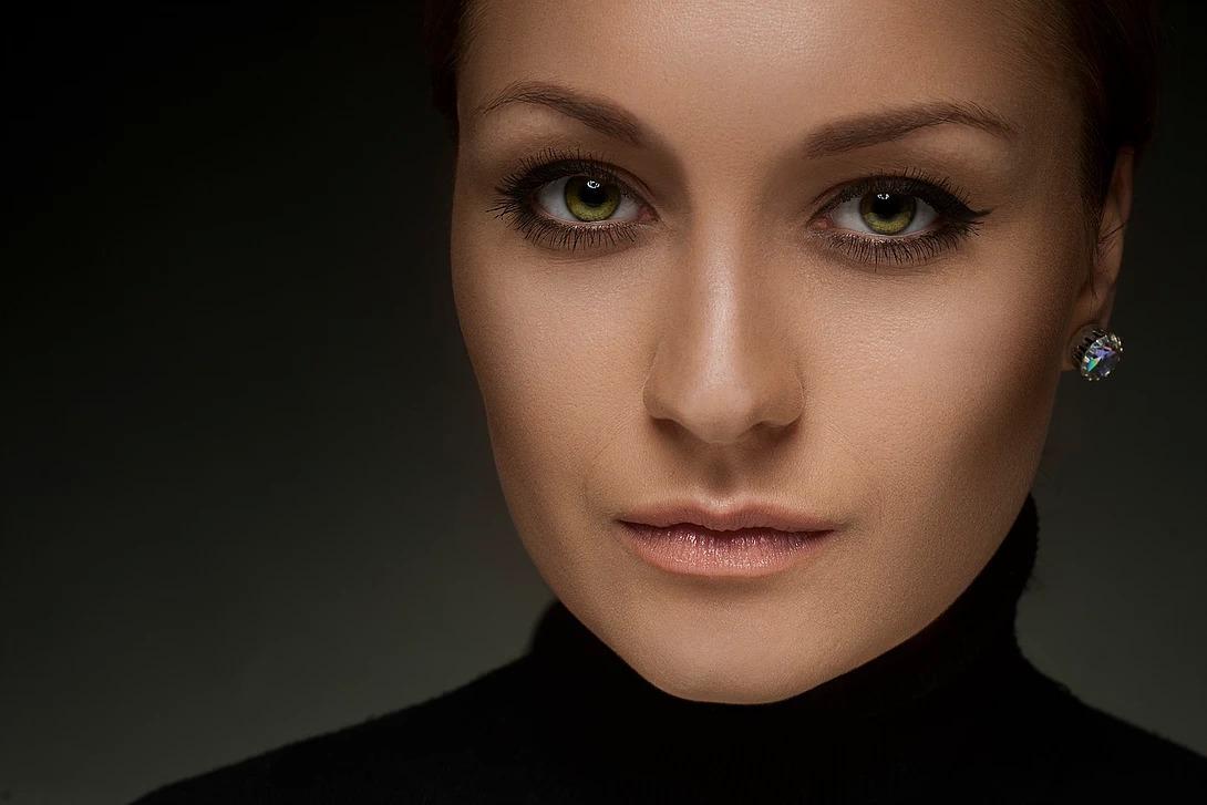 Beauty portret z kolczykiem