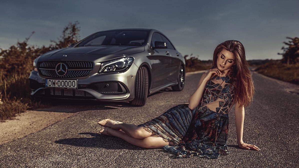 Portret kobiecy z Mercedesem w Trzebnicy