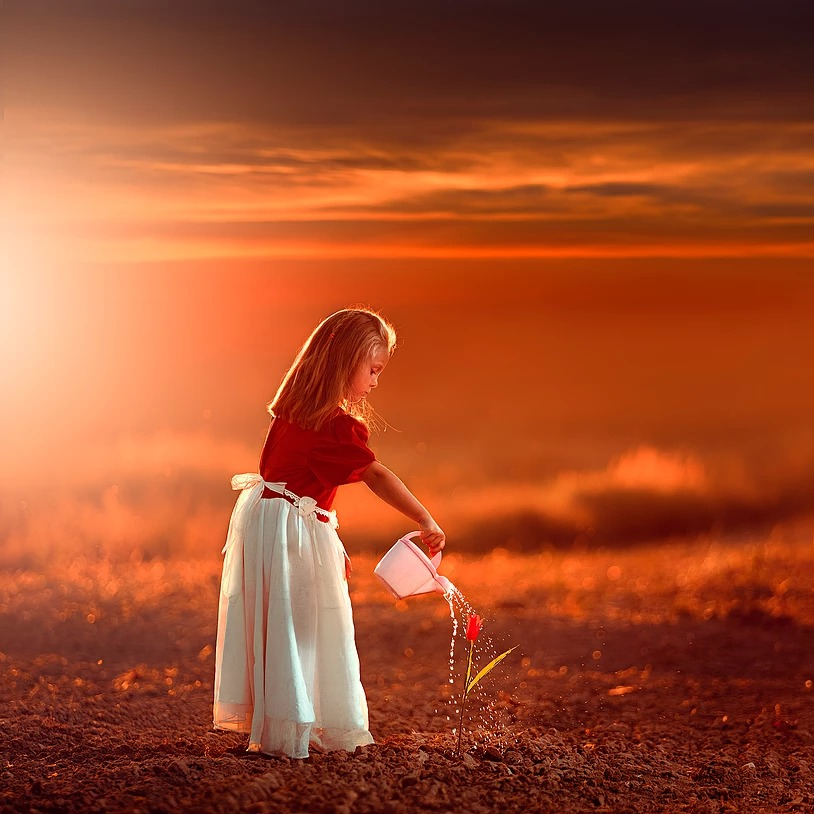 Portret dziewczynki o zachodzie słońca