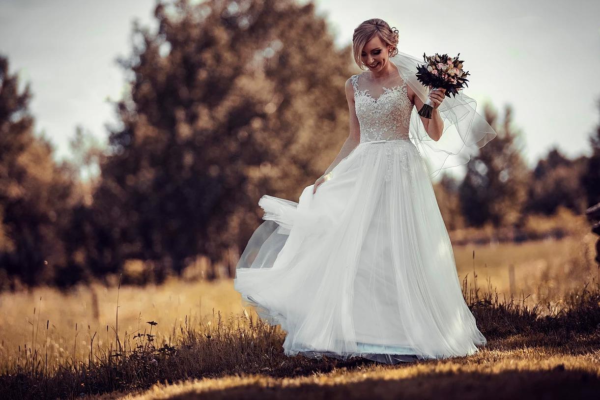 Sesja ślubna pani młodej w plenerze