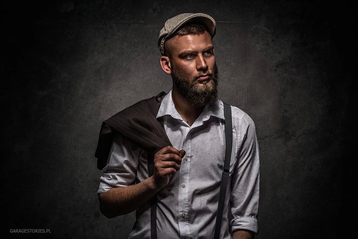 Portret mężczyzny w kaszkiecie i w szelkach