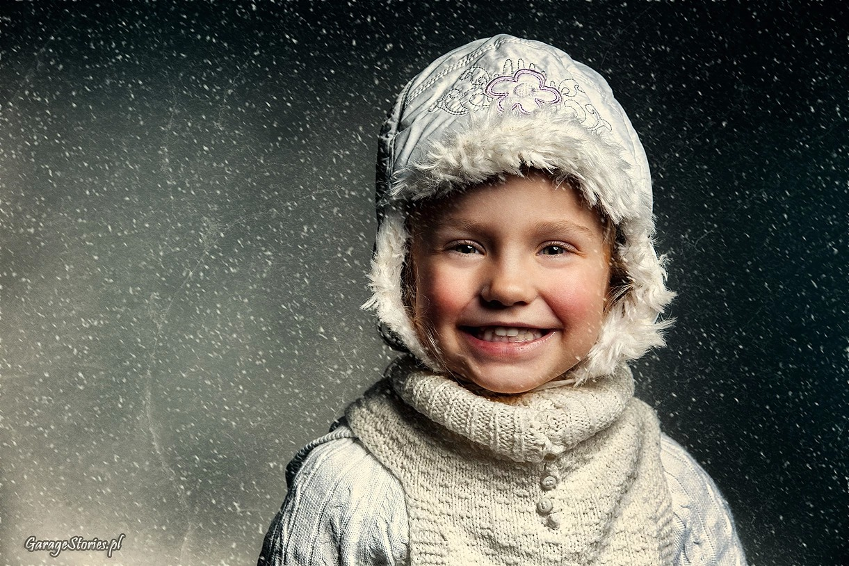 Portret dziewczynki w zimie
