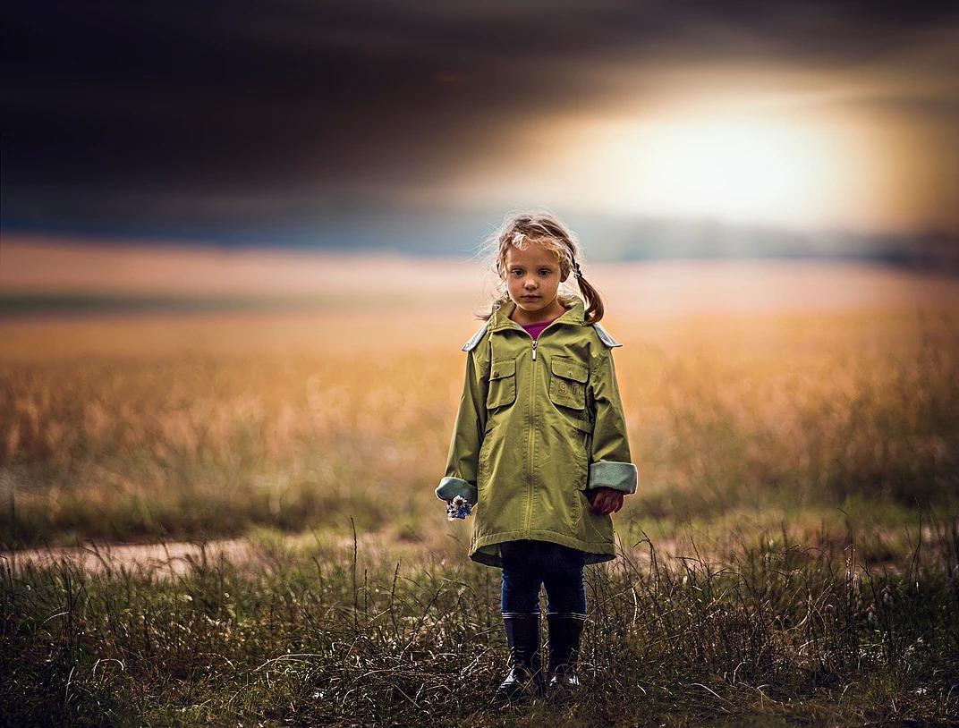 Portret dziewczynki z kwiatkiem