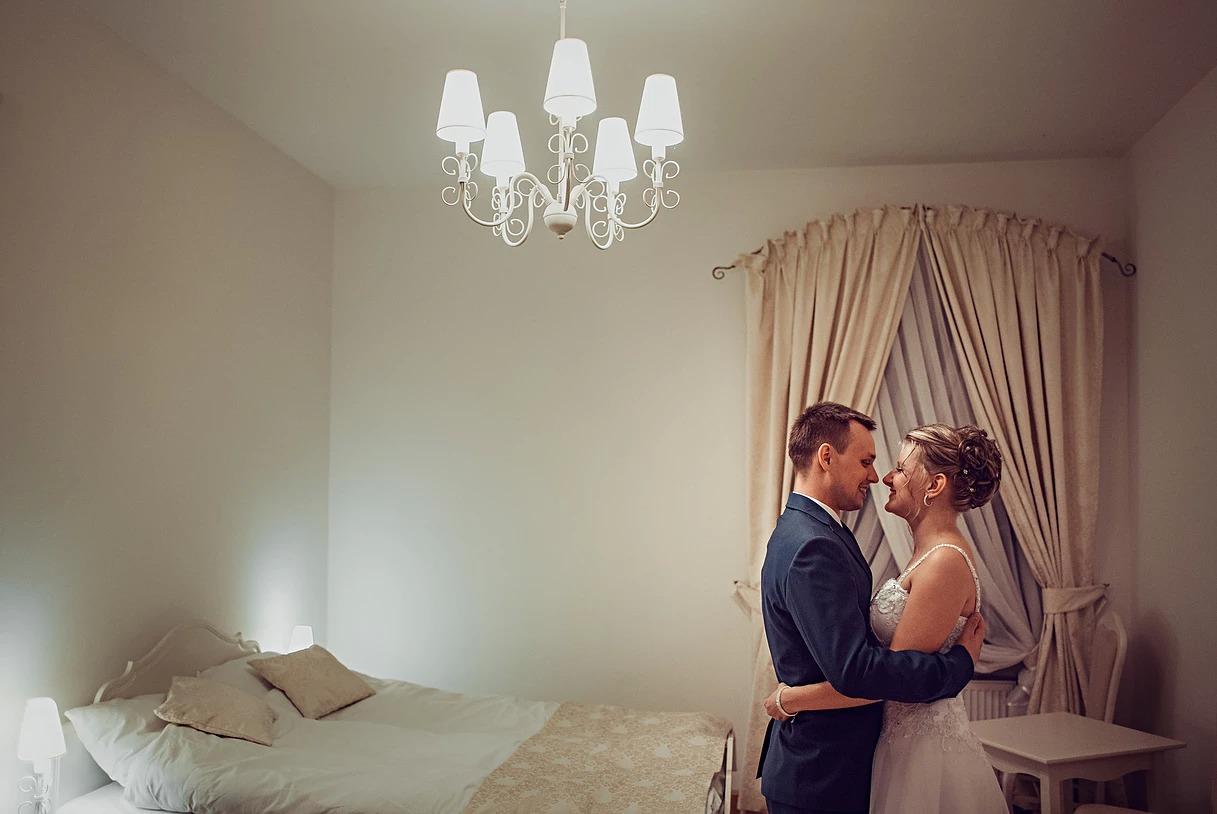 Sesja ślubna w pałacu Mojęcice z Pawłem i Olą