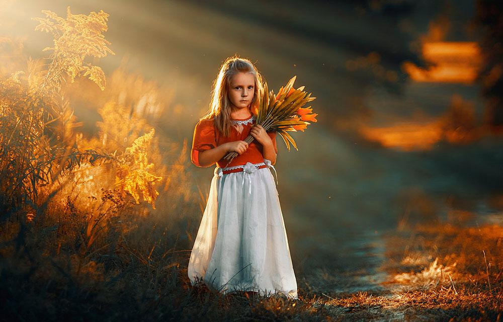 Portret dziecięcy o zachodzie słońca