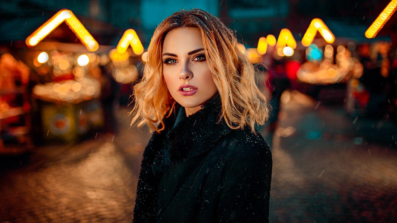 Portret kobiecy podczas Jarmarku Bożonarodzeniowego na Rynku we Wrocławiu