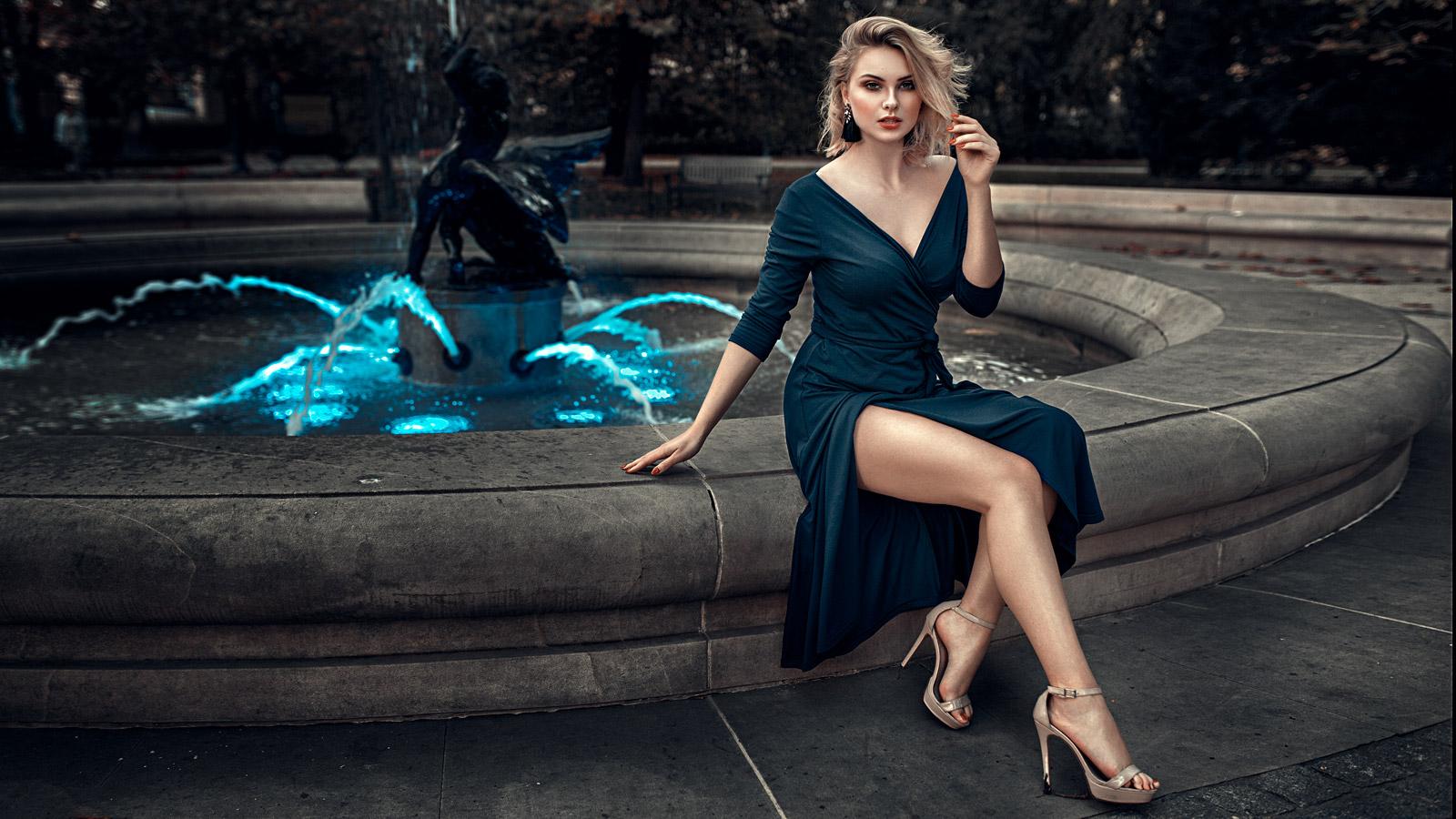 Portret z fontanną we Wrocławiu koło teratru Lalek