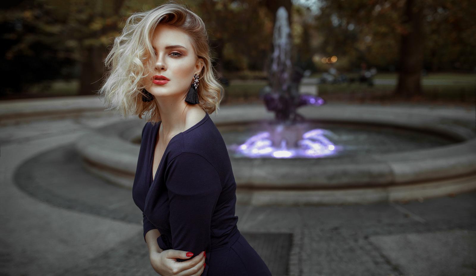 Portret we Wrocławiu w parku z fontanną